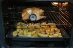Hähnchen mit Zitrone im Bauch