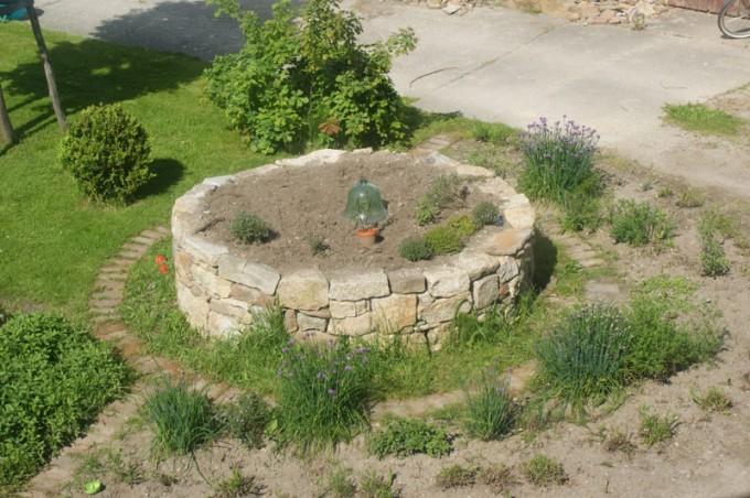 hochbeet granit trockenmauer 01