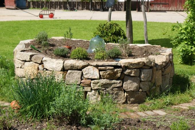 hochbeet granit trockenmauer 02
