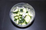 Zucchini mit Erdnusscreme