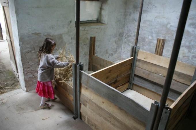 boxenstall selber bauen aufzuchtstall 06 pimp my bauernhof. Black Bedroom Furniture Sets. Home Design Ideas