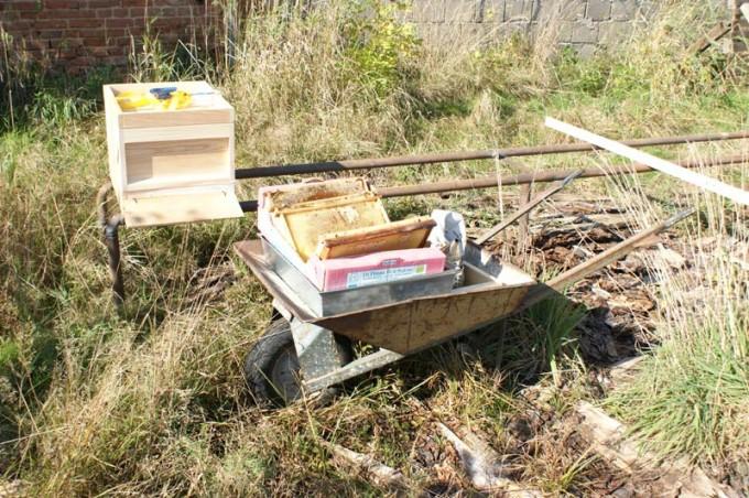 Bienenstand aus Rohren 04