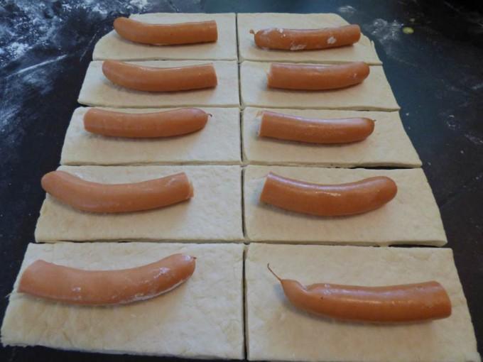 hot dog im kaefig wuerstchen im teigmantel 2