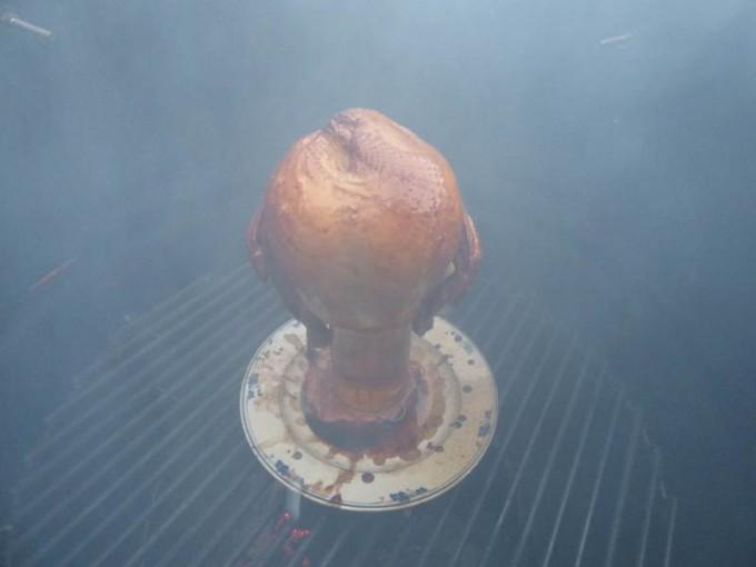 pulled chicken pork moppen ugly drum smoker smoken buchenholz feuer 03