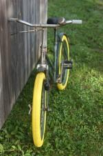 Altes Rad mit neuen Reifen