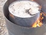Wir kochen Holzkohle
