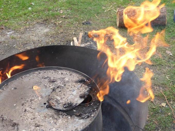 holzkohle selber machen pyrolyse uds fass koehlern anleitung 19