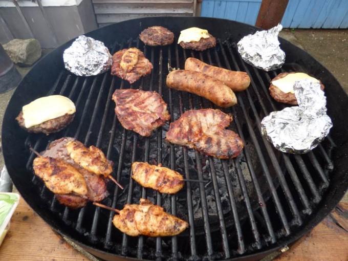 grillen uds ugly drum smoker haehnchen nachkensteacks wuerstchen bratwurst