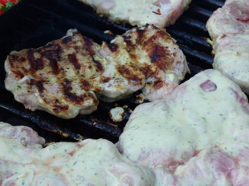 uds ugly drum steak normal zucchini bratwurst grillen smoker fassgrill stahlplatte vegetarisch  10