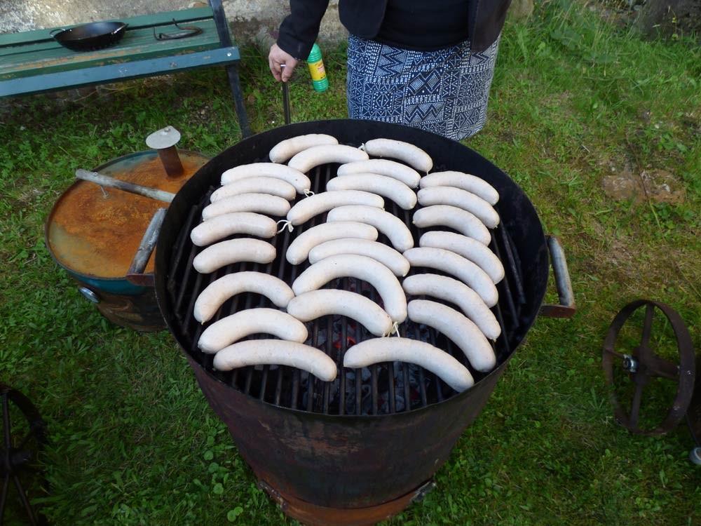 uds ugly drum steak normal zucchini bratwurst grillen smoker fassgrill stahlplatte vegetarisch  11
