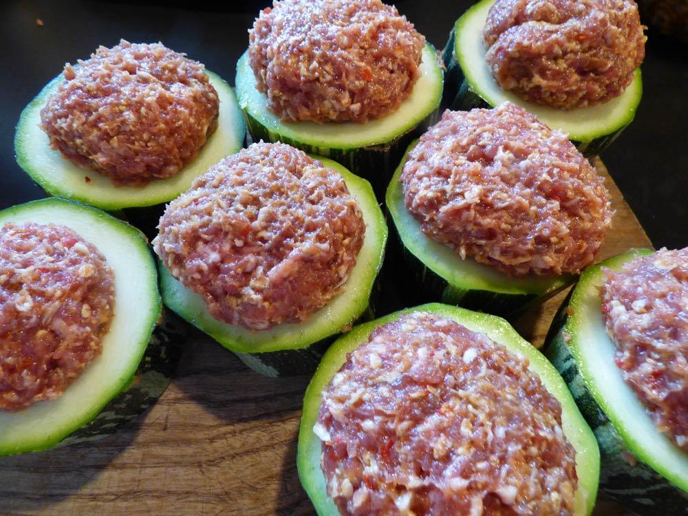 Camembert Im Brotteig : zucchhini hackfleisch grillen smoker fassgrill stahlplatte ~ Lizthompson.info Haus und Dekorationen