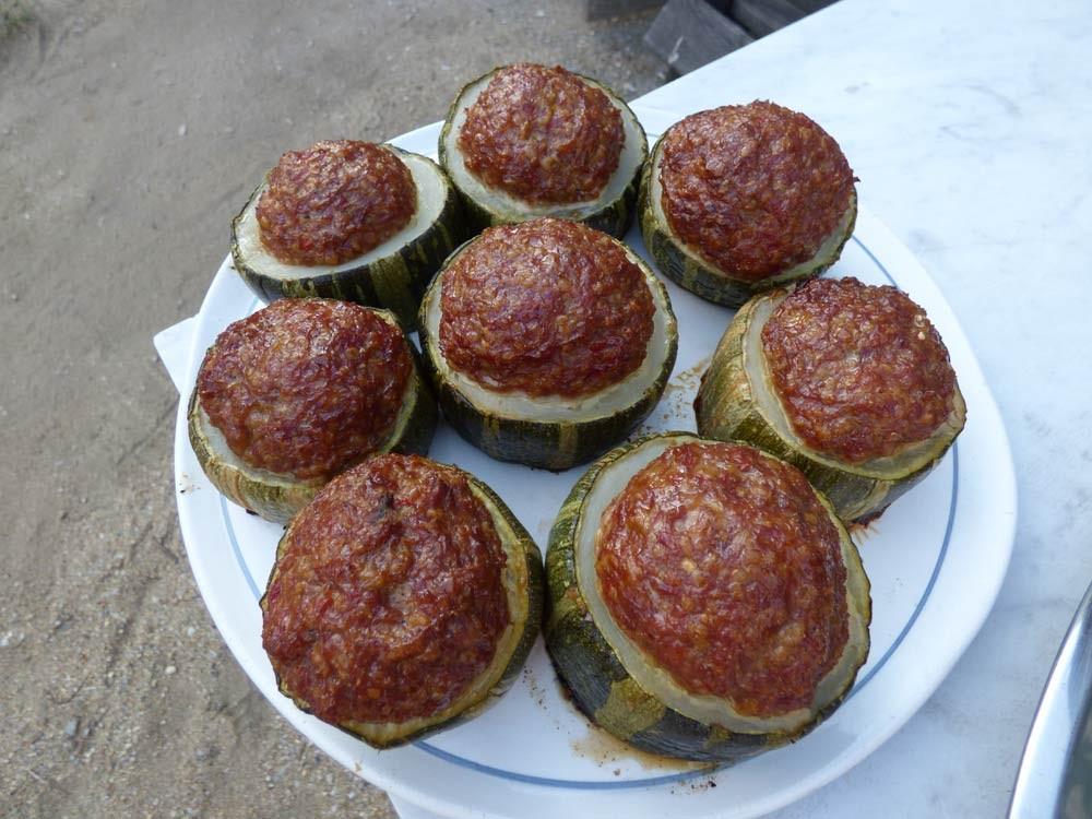 zucchhini hackfleisch grillen smoker fassgrill stahlplatte vegetarisch  3