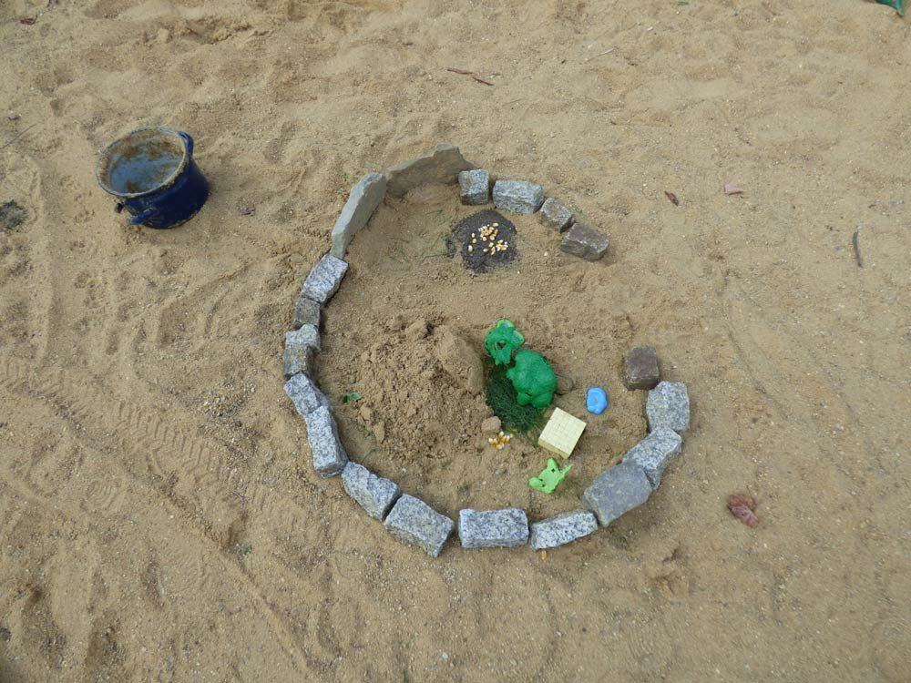 maus-sandkasten-tot-playmobil-spielzeug-1