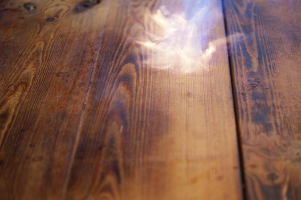 Holz Altern tisch holz altern flammen abflammen struktur leinoel firnis 3