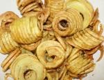 Kartoffeln, Erdäpfel, Erd- oder Grundbirnen, Grumbiere, Krumbeere final frittiert